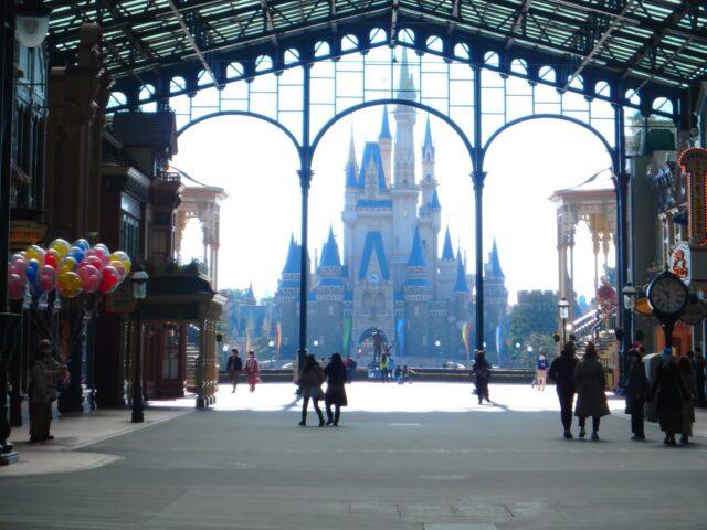 ディズニー5000人以下はガラガラ?エントリーやアトラクションはどんな感じか動画で紹介!